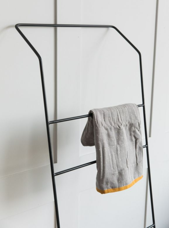 Minimal Black Clothes Rail