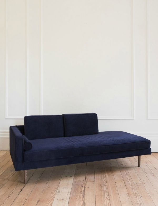 Nordic Velvet Chaise Longue in Navy